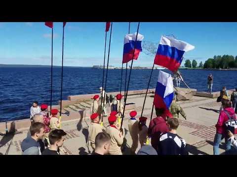 Мотопробег, танцы и шествие с флагом в День России в Петрозаводске