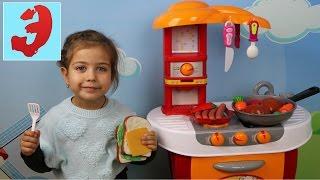 КУХНЯ Готовим вместе обед из игрушечных продуктов. Эмилюша повар. Детская кухня(Детская кухня на которой, Эмилюша готовит обед из игрушечных продуктов, создаёт шедевры кулинарии. Играем..., 2016-11-03T04:00:30.000Z)