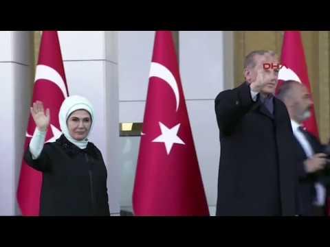 Schwächeanfall: Recep Tayyip Erdogan bricht bei Gebet zusammen