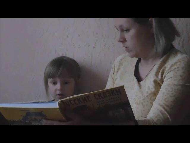 Изображение предпросмотра прочтения – «Мама Ирина и дочь Дарья Богдановы» читает произведение «Телефон» К.И.Чуковского