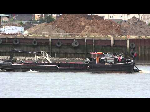Ship video - Waste disposal vessel Tidy Thames I sailing on the Thames