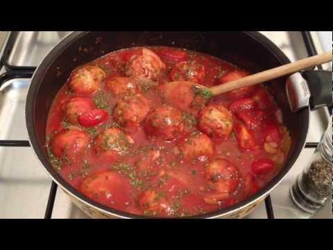 faire-des-boulettes-de-viande-sauce-napolitaine---recette-sauce-napolitaine