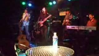 矢井田瞳コピーバンドThe Black Muddy River。ライブのリハーサルにて。...