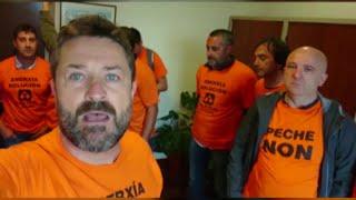 Trabajadores de A Coruña se encierran en la Delegación del Gobierno