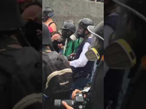 Venezuelan protest vs police