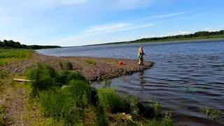 Рыбалка на СПИННИНГ с берега Эта резина сводит окуня с ума