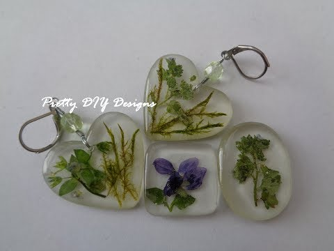 Easy Resin and Dried Flowers Pendants