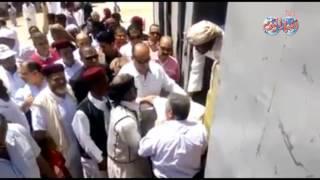 أخبار اليوم |  فيديو| محافظ مطروح يوزع ١٢٠ ألف جنيه هدية الرئيس السيسي على أهالي قرية الجارة الصغيرة