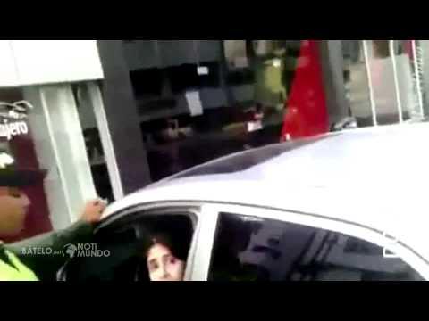 Mujer racista insulta taxista en Cartagena, Colombia