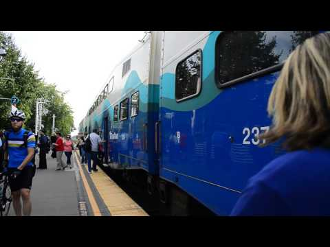 Sound Transit : Lakewood Bound 7-Car Sounder Train & MotivePower MP40PH-3C 923 @ Kent Station