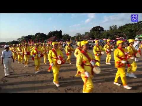 """diễu hành trống lưng """" tiểu thiên sứ"""" _ Falun Dafa"""