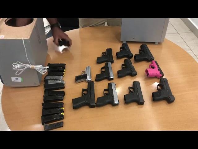 Incautan 14 pistolas y 18 cargadores en Muelle de Haina