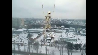 Огромный скелет танцует на улице!(ШОК!!! Огромный скелет танцует прямо на улице города!!!! Новое видео 2016., 2016-01-04T15:00:01.000Z)