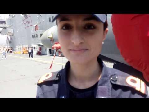 Jessica De Gasperis s ten  di vascello portaerei ammiraglia Cavour in  porto  Catania,  weekend clin