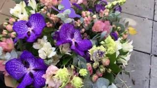 Букет из живых цветов в крафте