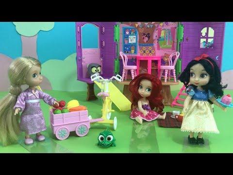 The Chocolate Cake Mystery! Disney Princess Picnic at Snow White's Tree House!