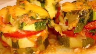 Супер кабачки в духовке с помидорами и сыром.