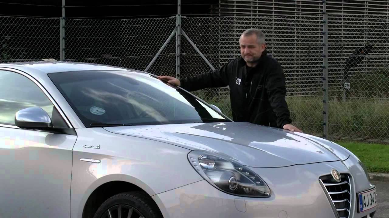 alfa romeo giulietta 2011 test en lille ferrari youtube. Black Bedroom Furniture Sets. Home Design Ideas