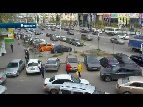 В Воронеже охранники набросились на водителя, поставившего машину на свободное место