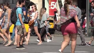 C0075 pedestrians crossing busy crosswalk