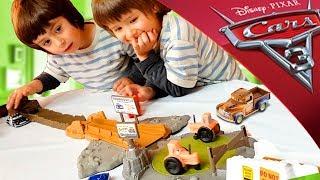 Juguetes CARS 3 SMOKEY´S TRACTOR CHALLENGE - PISTA TRACTORES CHIFLADOS de Disney Pixar!!