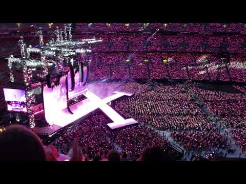 Taylor swift in cleveland 3