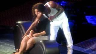 Usher singing to Jordan Sparks!