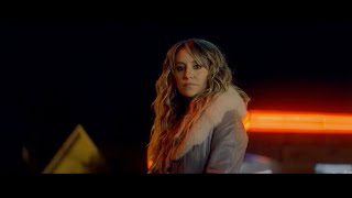 Lainey Wilson - Things A Man Oughta Know (Official Music Video)