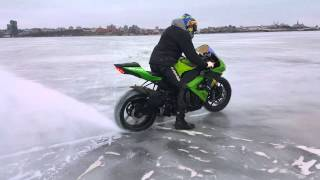 Download Kawasaki zx10r на льду. Mp3 and Videos