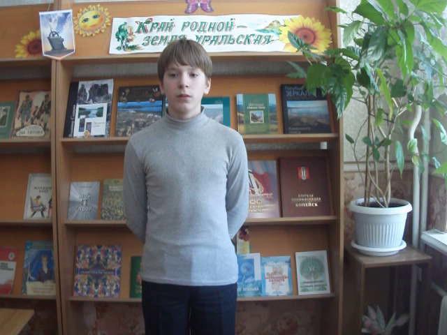 Изображение предпросмотра прочтения – ГеннадийОцупенко читает произведение «Стихи о советском паспорте» В.В.Маяковского