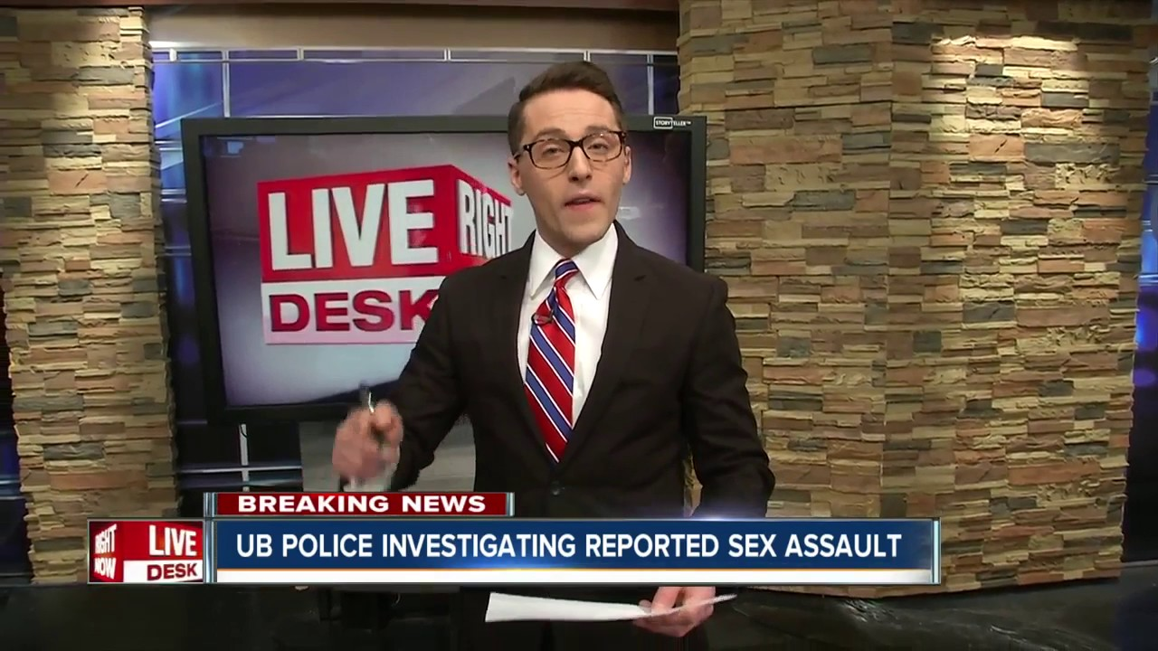 Sex in trei cu un bisexual chelios care fute doua trans