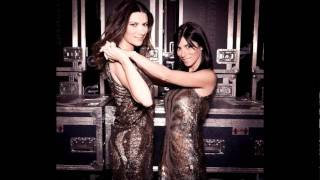 Watch Laura Pausini Nel Primo Sguardo duet With Silvia Pausini video