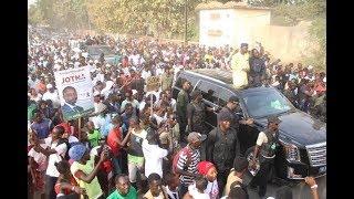 Ousmane Sonko sur les pas de Macky Sall dans la Casamance - Regardez sa grande caravane à Oussouye