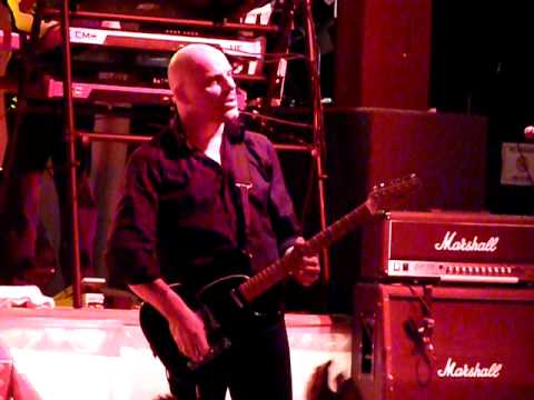 Golden Brown - the Stranglers - Bristol 8th March 2010