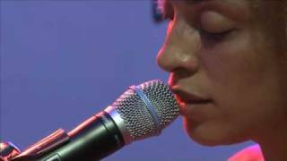 Martina Topley-Bird chante «Baby blue»