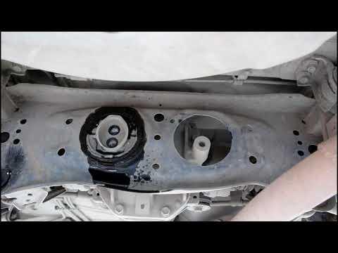 Замена подушки заднего редуктора Toyota Mark II Тойота Марк 2 JZX 101 1998 года