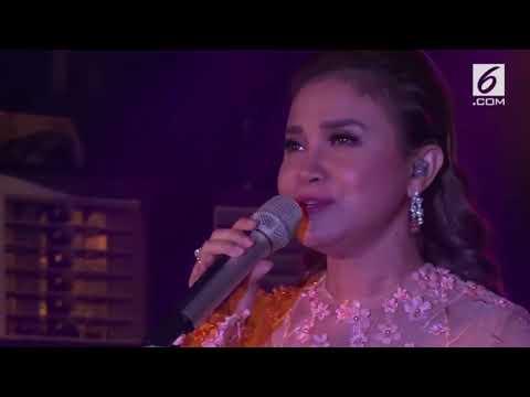 Rossa Menyanyikan Bulan Dikekang Malam