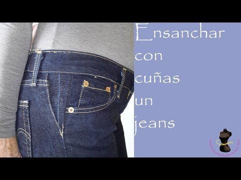 Agrandir un jeans d'y ajouter deux empiècements en forme de triangle de chaque côté de la taille