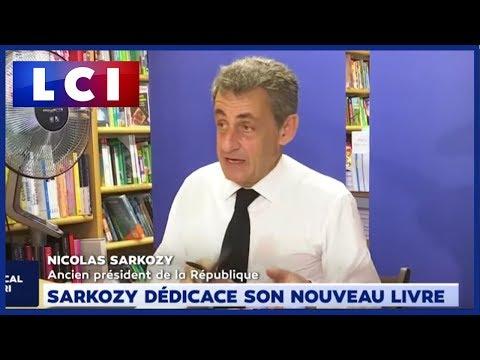 Sarkozy dédicace son nouveau livre