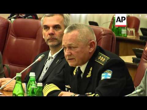 Ukrainian cabinet meets to discuss Crimea, PM to visit US