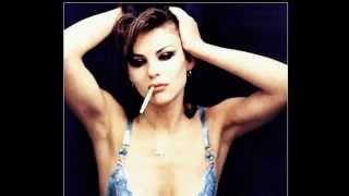 Elizabeth Hurley Smoke