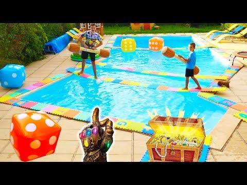 NE JAMAIS SAUTER SUR LA MAUVAISE CASE !!! PISCINE DITION - Giant Board Game Challenge