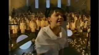 Björk - Anchor Song Live w/The Europe Choir