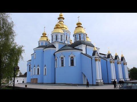 KIEV's BEAUTIFUL CHURCHES & HEARTFELT Music by Guy on Piano