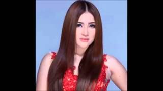 Gambar cover Yessy Bintang - Hatiku Terbang [Official Video Music]