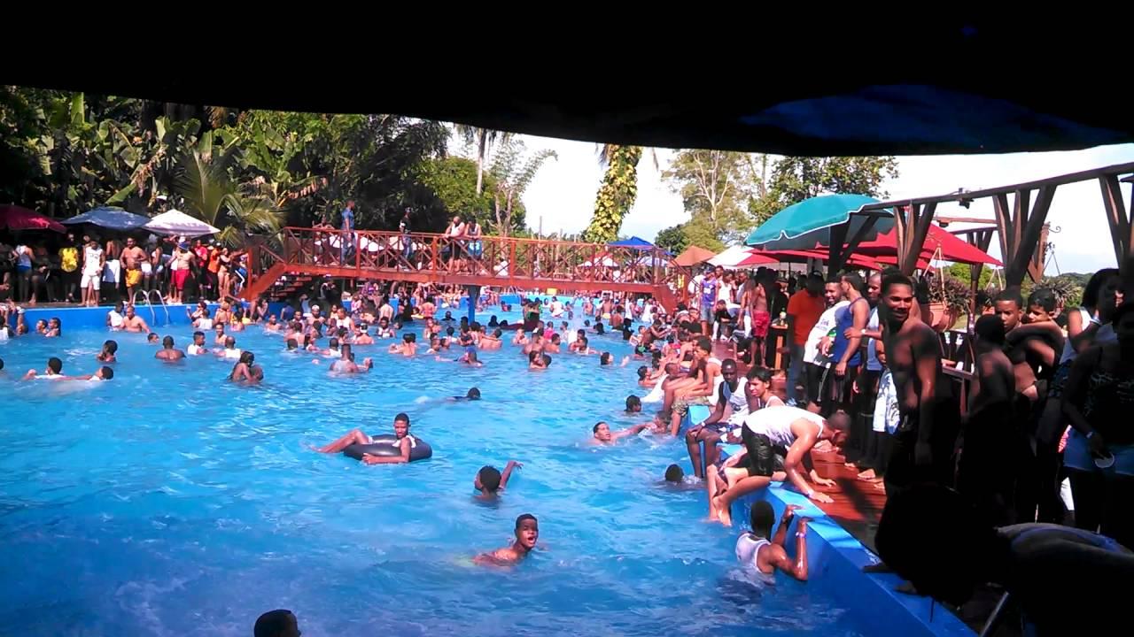Plaza el oasis domingo dj gentevacana youtube - Piscina bagnolo mella ...