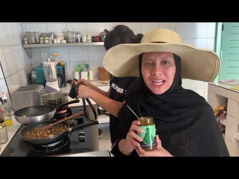 Jihan Muse & Friends   Main masak masak at Bali