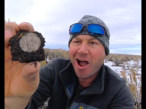 Off the Grid Treasure Hunting.Metal Detecting Silver Coins Frozen in Time!