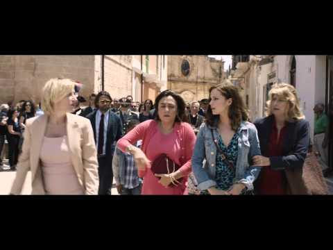 """Latin Lover - Scena dal film: """"Il corteo"""""""