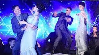Akshay Kumar's CRAZY DANCE With Mouni Roy At GOLD Music Launch Event.